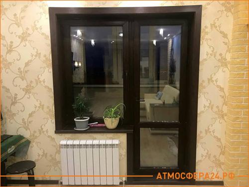 Установка коричневого пластикового окна и балконной двери